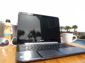 coffe-cup-sunscreen-sunglasses-palm-tree-reflection